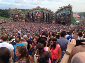 Martin Garrix and the fast-filling main stage.